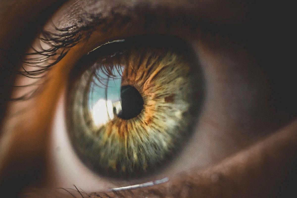 Przekrwione oczy - jak sobie z nimi radzić?